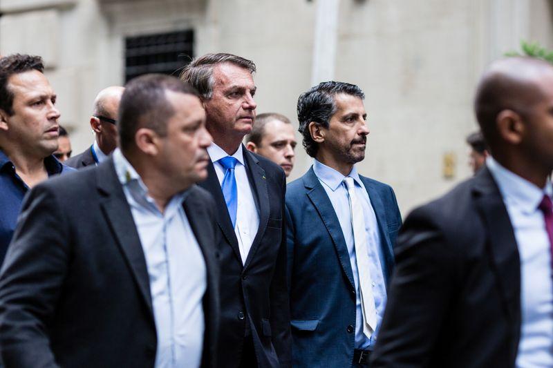 Prefeito de NY diz que Bolsonaro não deveria incomodar indo à cidade se não quer se vacinar