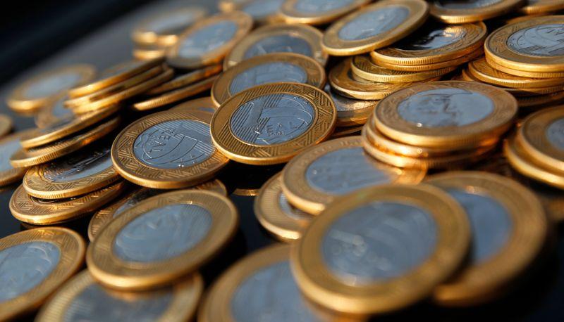 Governo melhora projeção de déficit primário em 2021 a R$139 bi