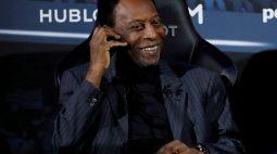 """""""A cada dia que passa estou mais perto do gol"""", diz Pelé após cirurgia"""