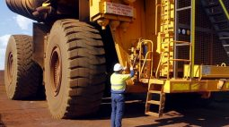 Minério de ferro fecha em alta na China