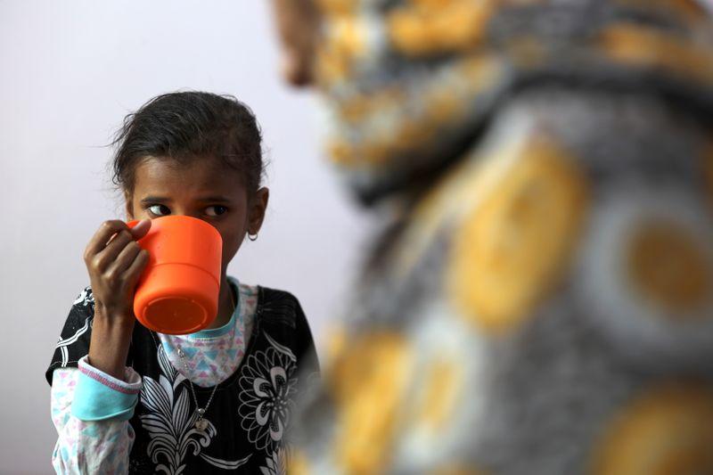 Crianças no Iêmen enfrentam escassez de alimentos e ONU busca bilhões de dólares para evitar fome