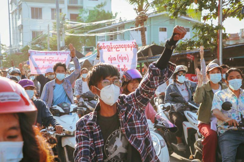 Ativistas de Mianmar dizem que forças de segurança mataram mais de 800 desde golpe