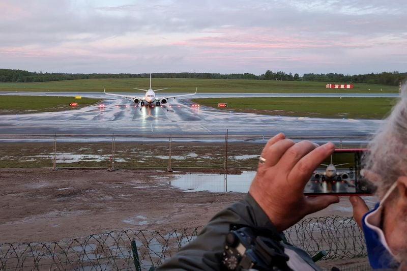Líderes europeus ameaçam limitar tráfego aéreo de Belarus após avião ser interceptado