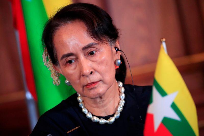 Suu Kyi comparece pessoalmente a tribunal de Mianmar pela primeira vez desde golpe