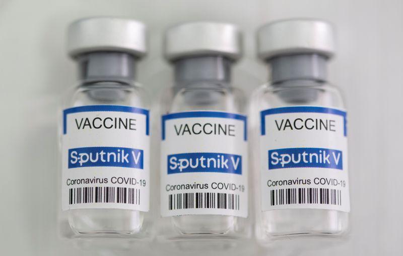 Vacina Sputnik V é altamente eficaz contra variante brasileira do coronavírus, diz estudo