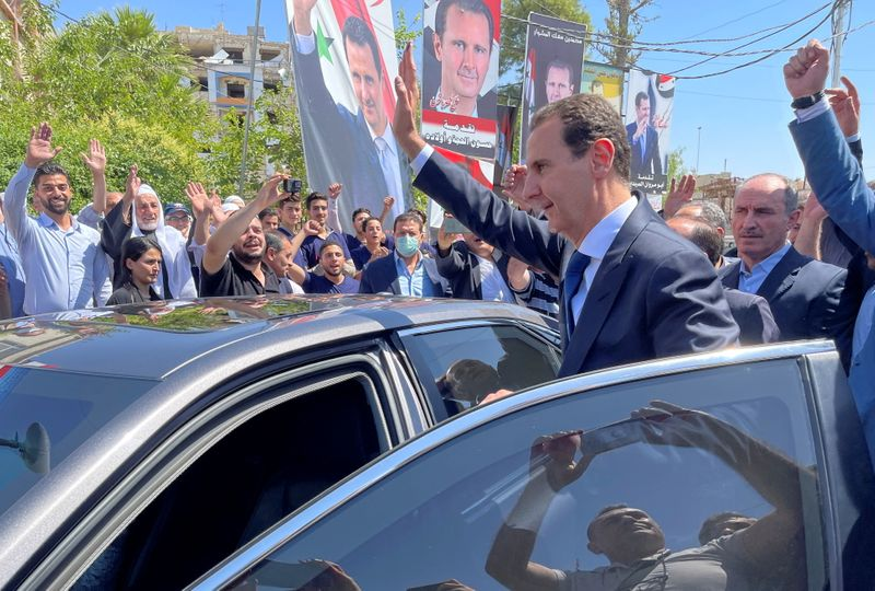 Assad vota em antiga cidade rebelde síria que foi alvo de ataque químico