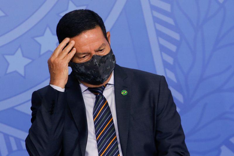 Mourão diz que Pazuello deve ser punido por participar em ato político para evitar anarquia nos quartéis
