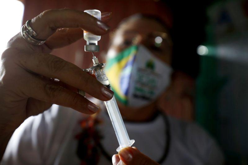 Saúde libera vacinação da população em geral em locais que avançarem com prioridades