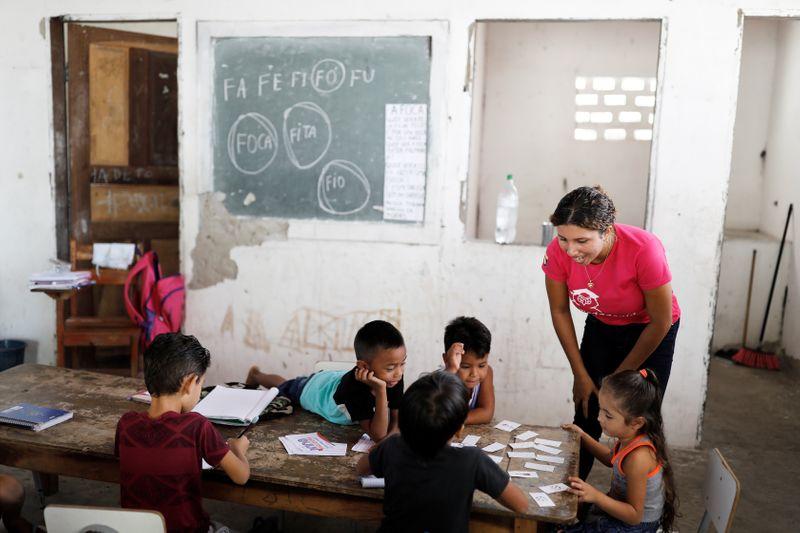 Guedes sinaliza desbloqueio de R$ 900 mi para o Ministério da Educação