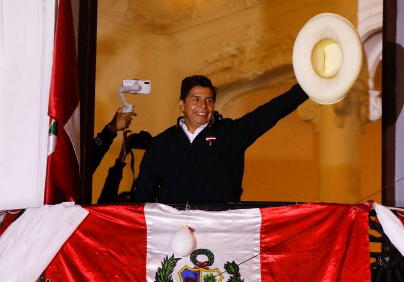 Castillo chega mais perto de vitória no Peru e Keiko Fujimori planeja batalha jurídica