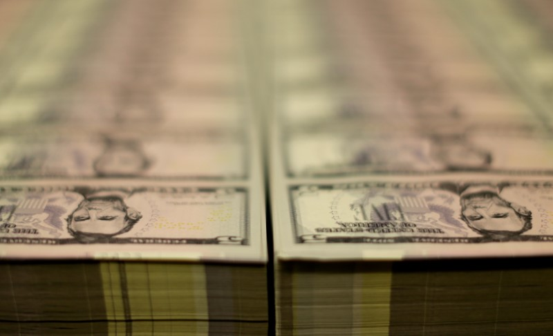 Dólar tem pouca alteração ante real com redução de temores inflacionários no exterior