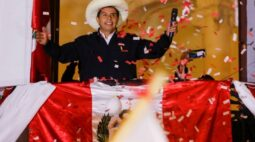 Elite do Peru entra em pânico e guarda dinheiro em casa diante de provável vitória de Castillo
