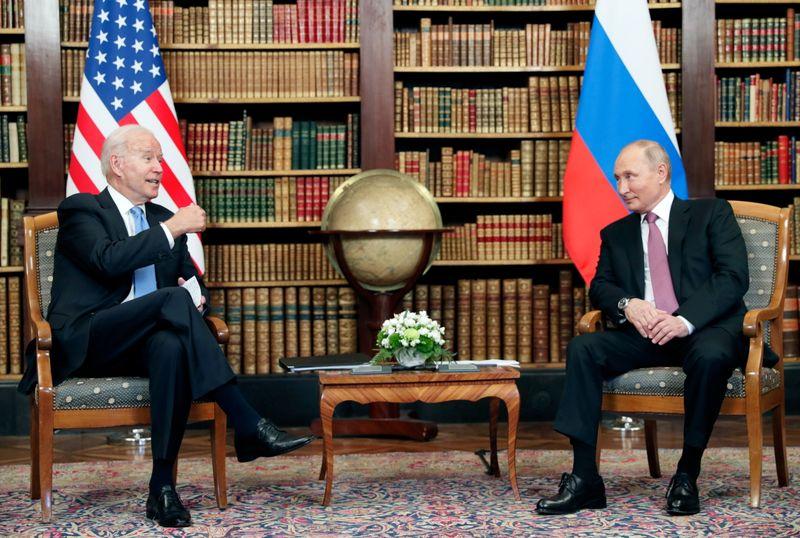 Amigos não, negociadores: cúpula Biden-Putin obtém pequenos ganhos