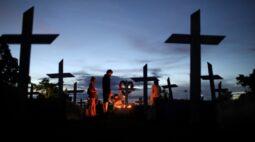Brasil registra 2.495 novas mortes por Covid-19; número de novos casos dispara