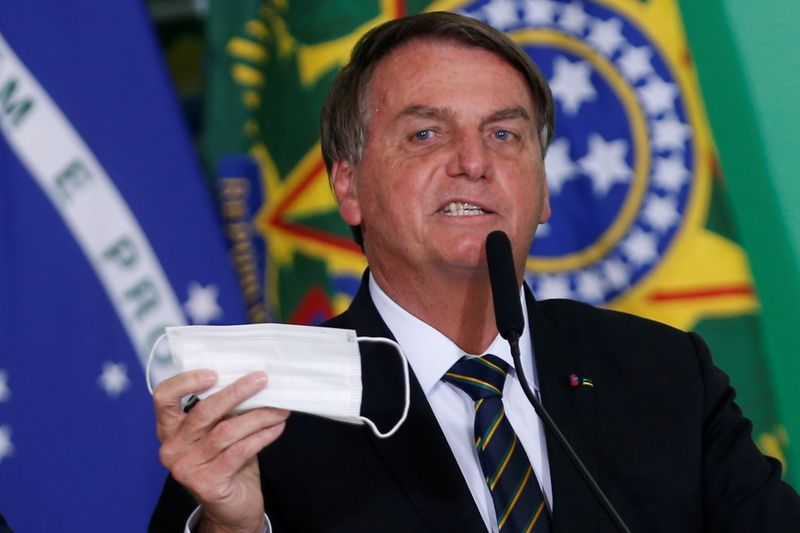 Eu cuido da minha vida, diz Bolsonaro ao ser indagado sobre não uso de máscara