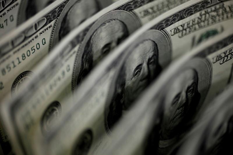 Dólar recua contra real em linha com exterior e cenário doméstico mais favorável