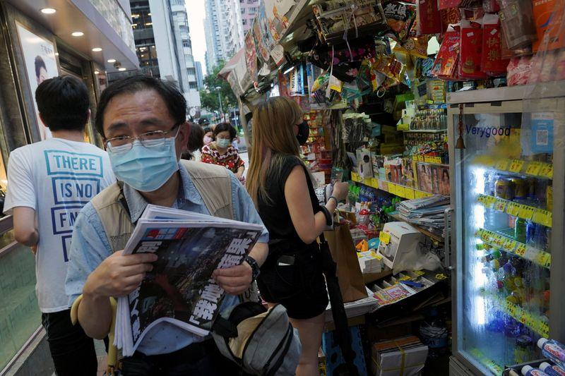 China rejeita preocupações com liberdade de Hong Kong após fechamento de jornal