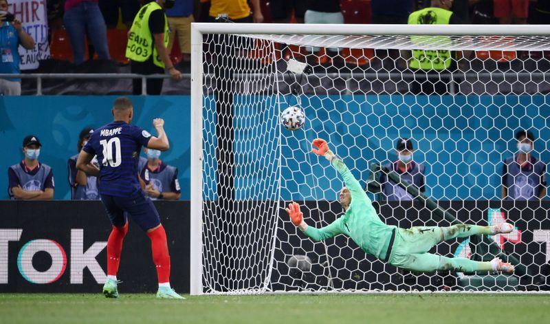Suíça elimina campeã mundial França nos pênaltis e vai às quartas da Euro