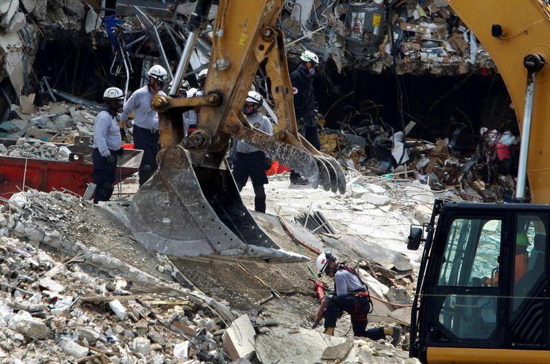 Buscas em escombros de prédio da Flórida entram no 6º dia com pouca esperança de encontrar sobreviventes