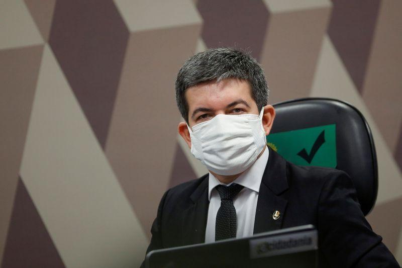 Randolfe anuncia já ter mínimo de assinaturas para prorrogar CPI da Covid