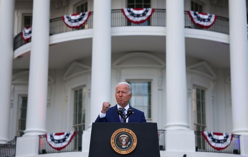 Biden apela a norte-americanos a ajudarem a acabar com pandemia no dia da Independência