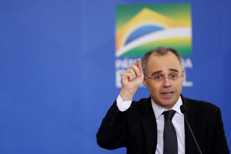 Bolsonaro indica Mendonça ao STF e ministro inicia périplo para viabilizar aprovação