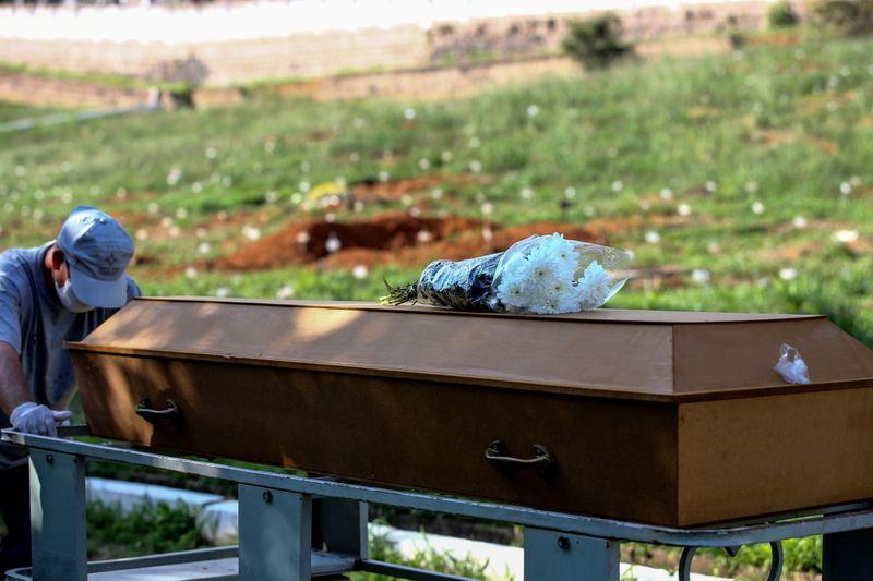 Brasil registra 1.780 novas mortes por Covid e total atinge 526.892