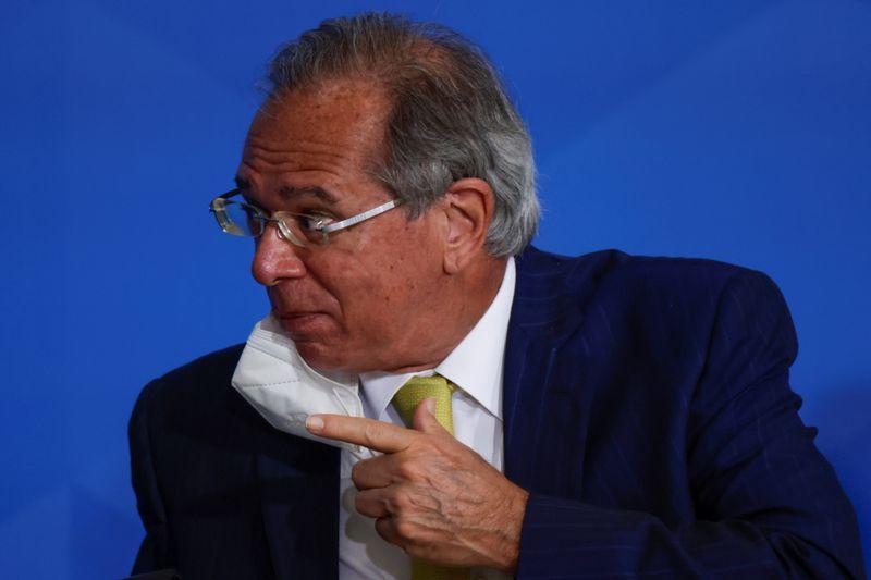Guedes procura explicar na Câmara declarações polêmicas