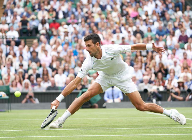 Djokovic alcança 10ª semifinal em Wimbledon; Federer é eliminado