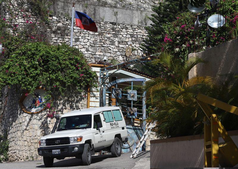 Polícia do Haiti enfrenta atiradores que mataram presidente em meio a temor de caos