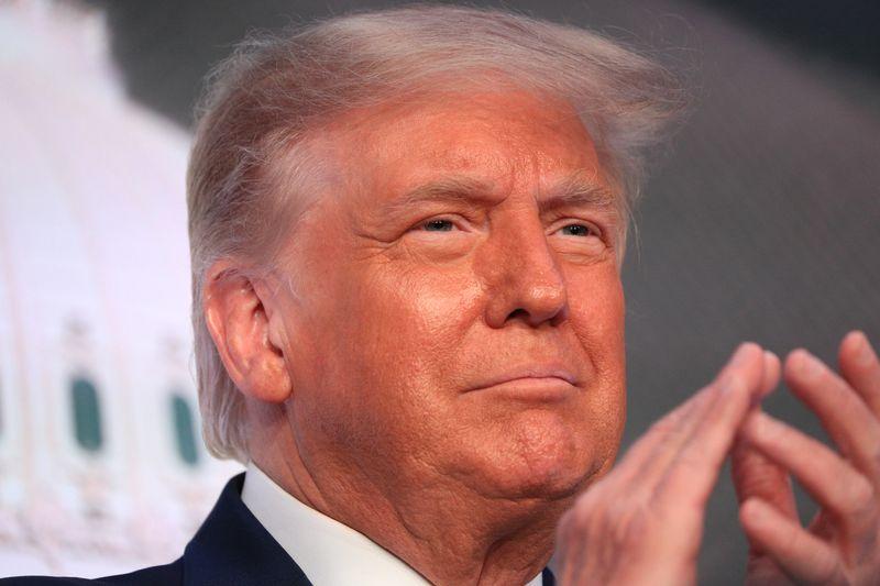 Trump pretende assinar plano para aliviar impactos de Covid-19 de US,3 tri, diz chefe de gabinete