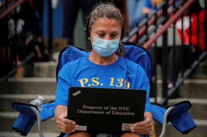 Nova York adia novamente início de aulas presenciais em escolas públicas