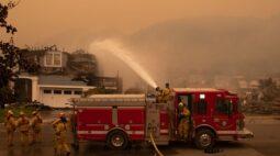 Incêndio em área de vinícolas da Califórnia aumenta e provoca mais retiradas