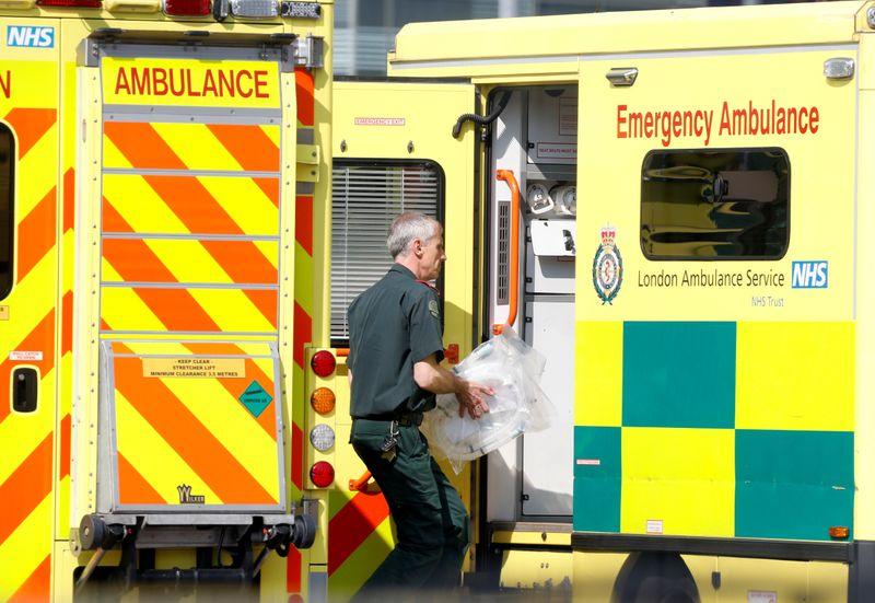 Paramédicos na Inglaterra testam traje voador