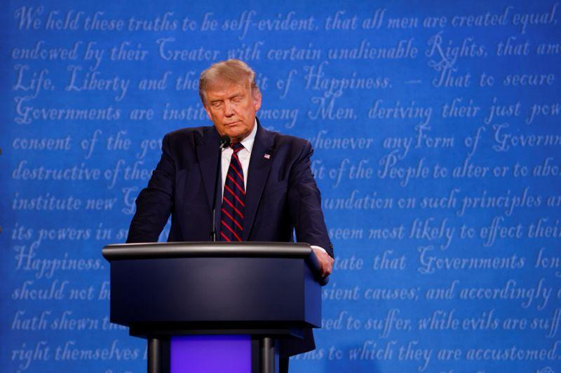 ANÁLISE–Debate presidencial turbulento não deve alterar situação de Trump nas pesquisas