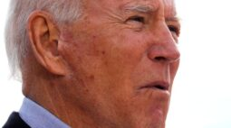 """Biden diz que eleitores """"não tolerarão"""" Trump se recusar a deixar o cargo"""