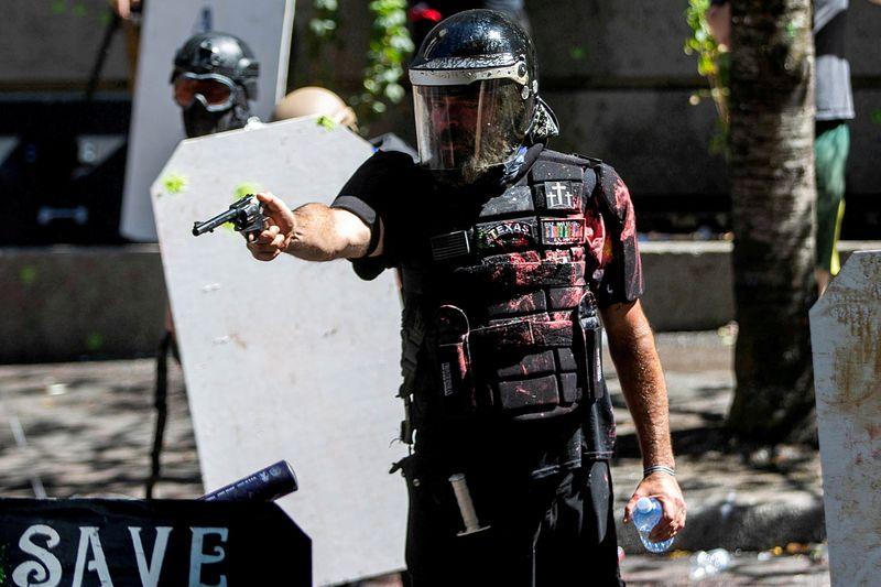 Preocupados, norte-americanos se preparam para possível violência eleitoral