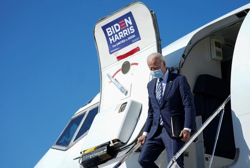 Biden não precisa entrar em quarentena após viajar com pessoa que testou positivo para Covid-19, diz equipe
