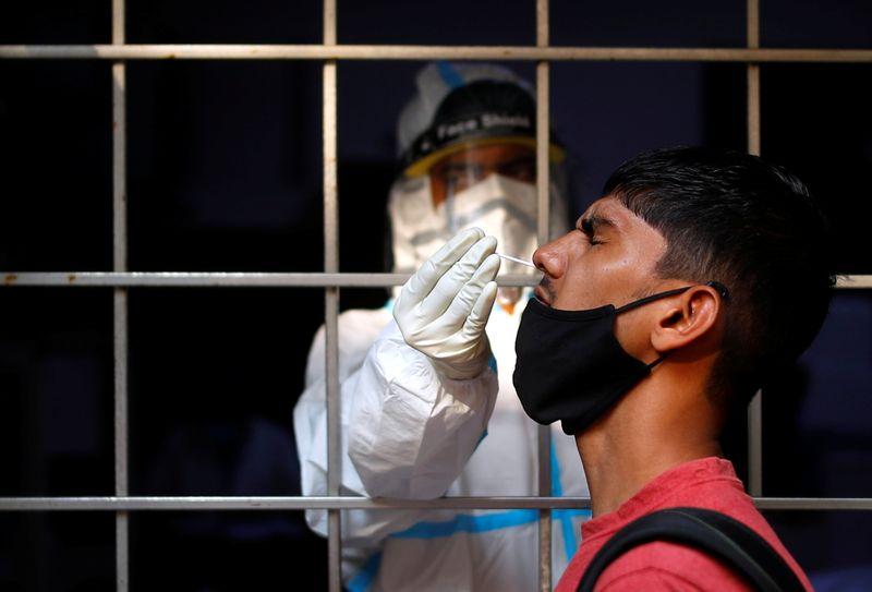 Paraná registra mais 1.328 casos e 32 mortes por coronavírus