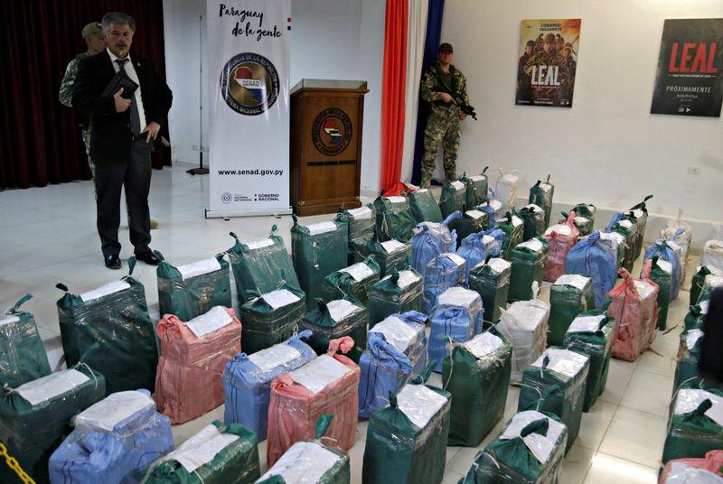 Paraguai faz apreensão recorde de US0 milhões em cocaína escondida em carregamento de carvão