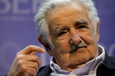 Ex-presidente uruguaio Mujica renuncia ao Senado e se aposenta da política