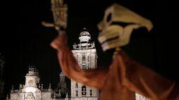 México pede que cemitérios fechem antes de feriado por medo de volta do coronavírus
