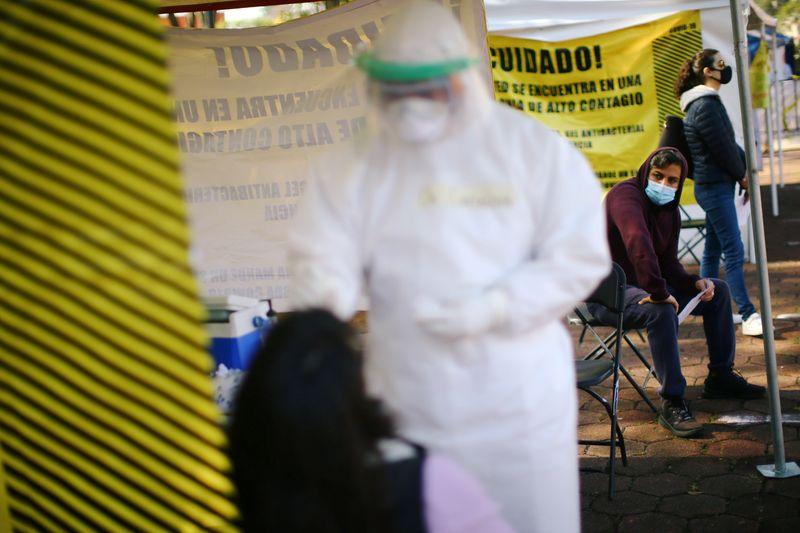 América Latina não deve relaxar medidas de enfrentamento à pandemia, afirma braço regional da OMS