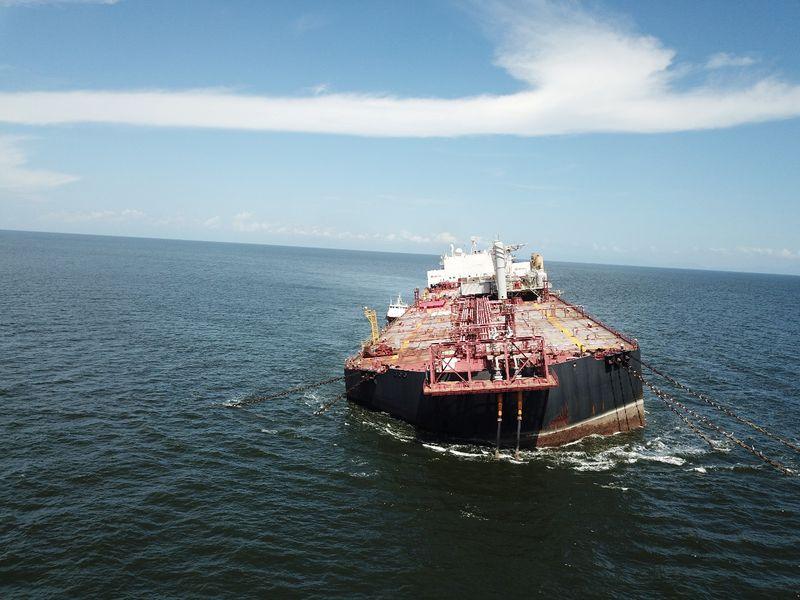 Navio venezuelano com petróleo não corre risco de naufrágio, diz ministro de Trinidad e Tobago