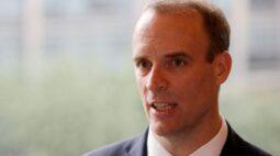 """Reino Unido louva abordagem """"escalonada"""" contra Covid enquanto vizinhos preparam lockdowns"""