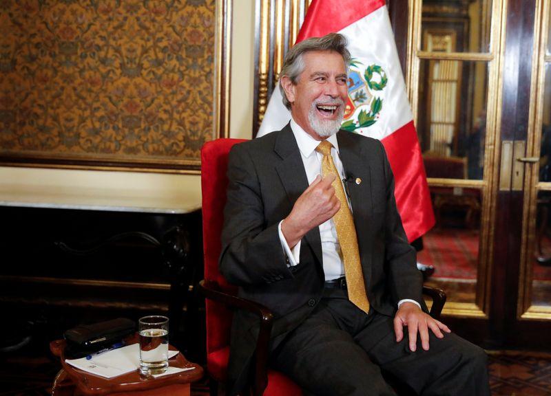 EXCLUSIVO-Presidente interino do Peru diz que não pressionará por referendo sobre Constituição