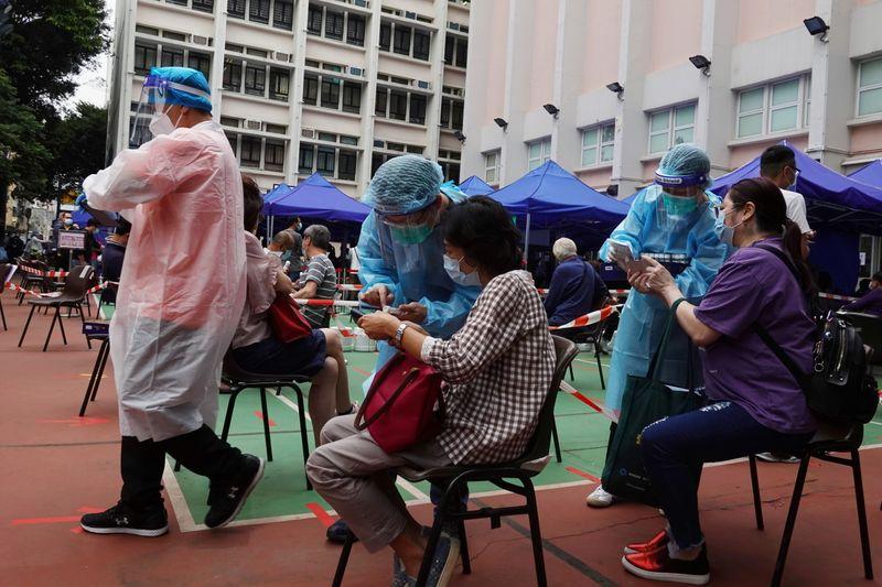 Hong Kong fechará bares e clubes noturnos pela 3ª vez devido a novos casos de Covid-19