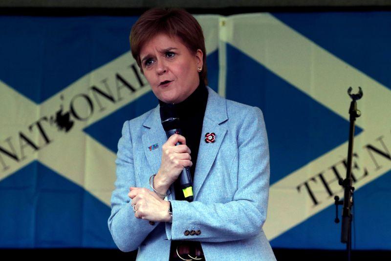 Premiê da Escócia insinua medida jurídica se votação de independência for barrada