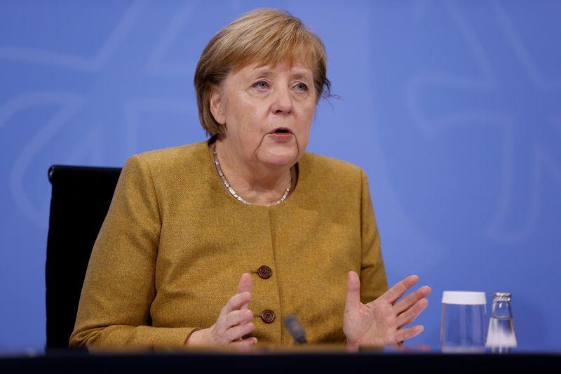 Merkel crítica premiês estaduais por planos de abertura de hotéis no Natal