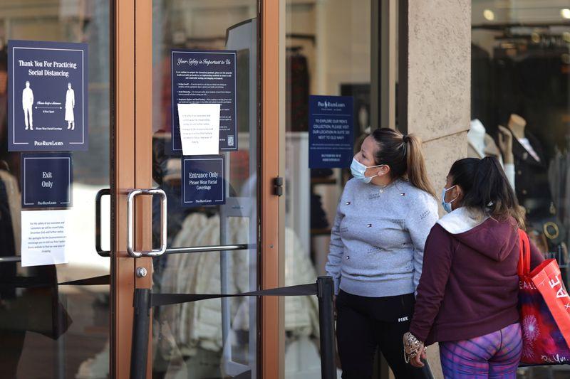 Califórnia adota ordens rígidas de permanência em casa após recorde de Covid-19